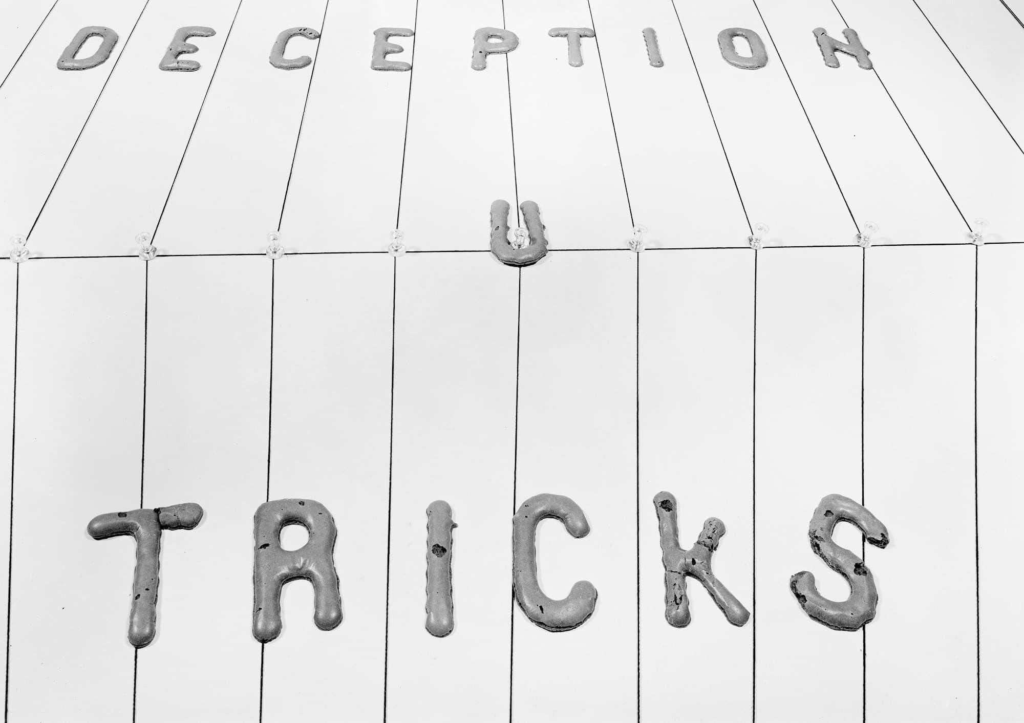 Deception Tricks You, 1977